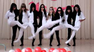 Strange and Cute Dance with an Optical Illusion